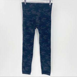 SPANX Look At Me Now Camo Leggings 1X Blue
